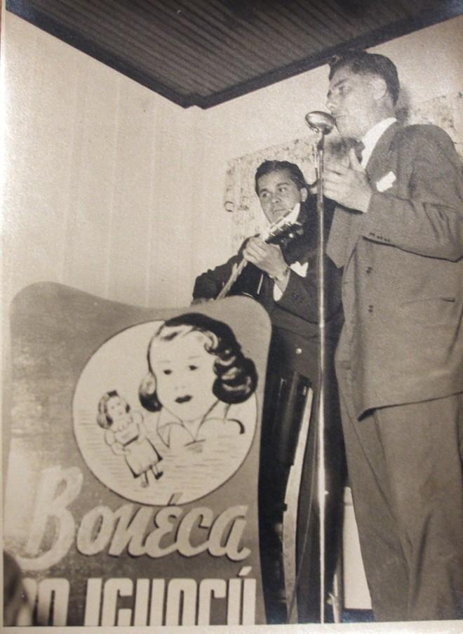 Show no interior do Restaurante Boneca do Iguaçu. Primeira fase foi de 1951 a 1964  