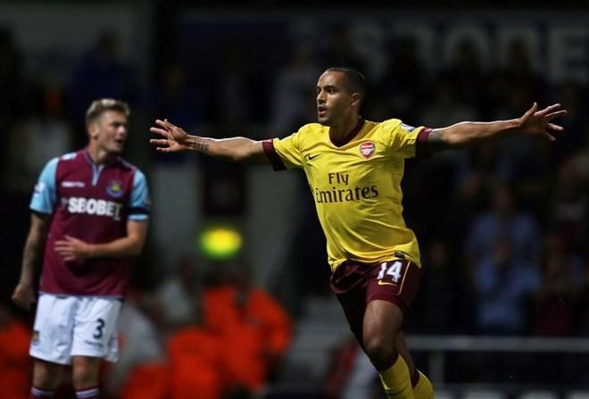 Theo Walcott comemora o gol da virada do Arsenal para cima do West Ham neste sábado | Karel Prinsloo / EFE