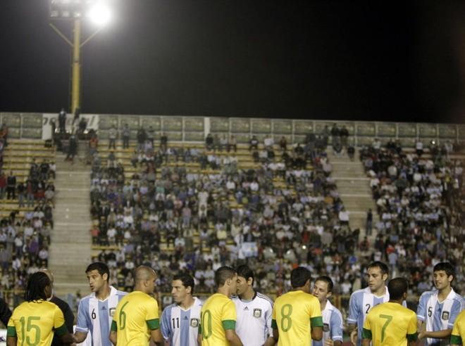 Sem luz, não houve jogo entre Brasil e Argentina | efe
