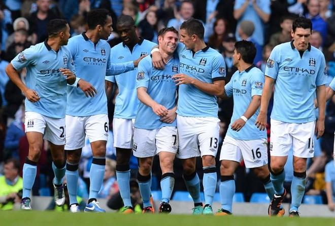 Jogador do Manchester City, James Milner, comemora gol contra o Sunderland na partida deste sábado | AFP PHOTO/ANDREW YATES