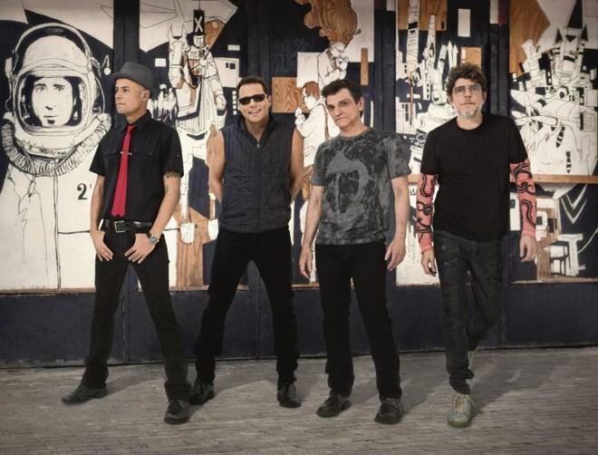 Sérgio Britto, Tony Bellotto, Paulo Miklos e Branco Mello recebem ex-colegas de grupo   Marcelo Tinoco/Divulgação