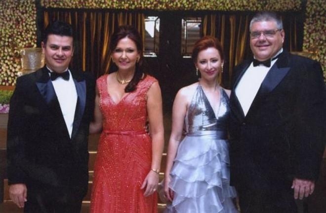 O presidente do Clube Curitibano Joaquim Miró com Maria Cristina, Clarina e André Fanaya, diretor social | Denis Ferreira Netto