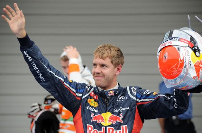 Piloto da Red Bull, Sebastian Vettel, da Alemanha, comemora pole position no Japão | AFP PHOTO / TOSHIFUMI KITAMURA