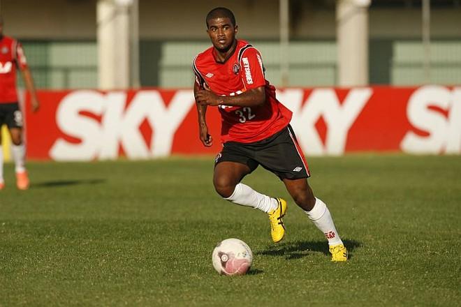 Henrique recebeu elogios do técnico Ricardo Drubscky no retorno à equipe titular | Antonio More / Gazeta do Povo