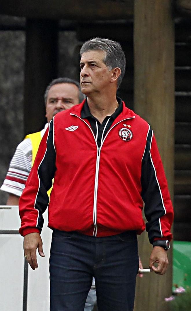 Drubscky reconhece que vitória sobre o São Caetano foi um bom avanço na direção do acesso, mas cobra pés no chão do Atlético | Albari Rosa / Gazeta do Povo