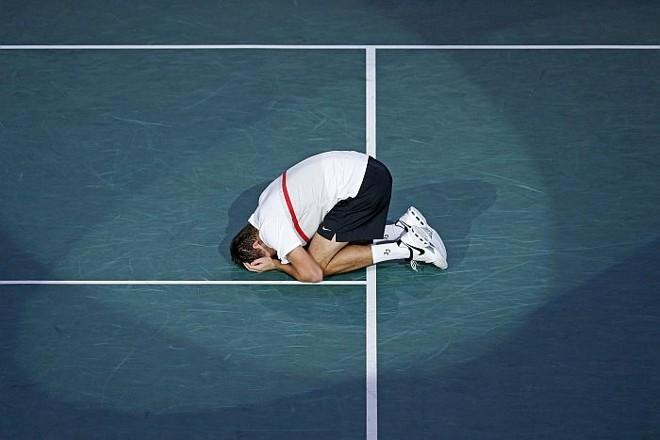Emocionado, o jovem Jerzy Janowicz comemora ter chegado à final na primeira vez que disputa uma chave do Masters 1000   Reuters