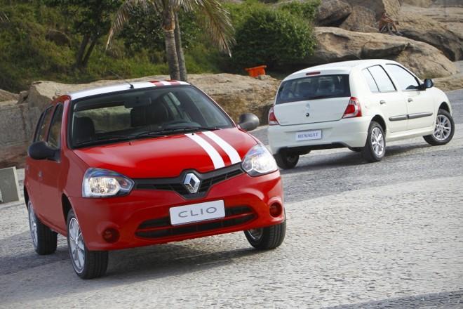 Somente a nova frente do carro lembra a quarta geração do Clio, lançada na Europa. Adesivos decorativos são opcionais | Divulgação/Renault