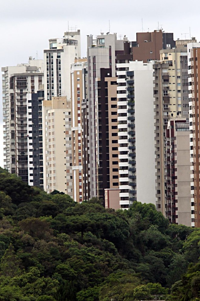 Adensamento vertical na região do Bigorrilho: prédios vão ganhando espaço na paisagem curitibana | Albari Rosa / Gazeta do Povo