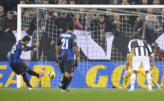 Diego Milito foi o protagonista do clássico entre Inter e Juventus | Reuters