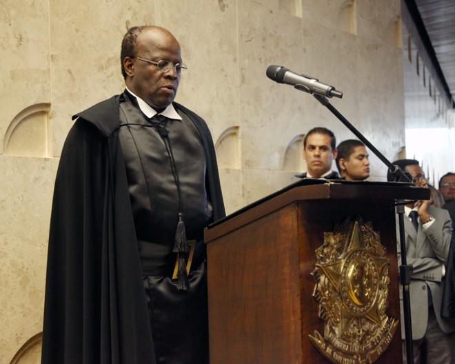 Joaquim Barbosa lê compromisso de posse como presidente do Supremo Tribunal Federal  