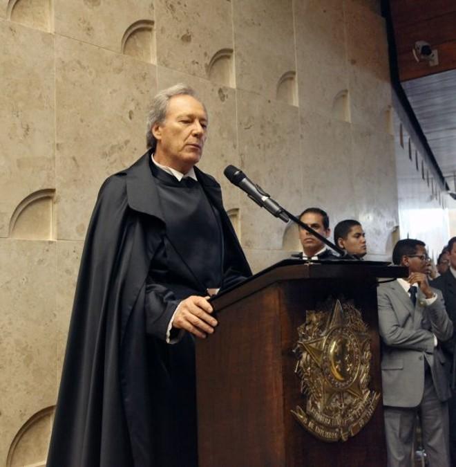 O ministro Ricardo Lewandowski assina termo de posse como vice-presidente do STF  