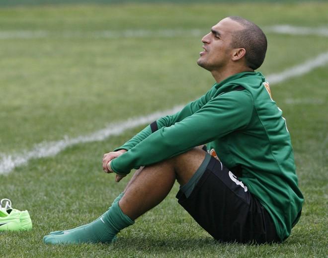 Tarefa árdua: Gil ficará encarregado de não tirar os olhos de Ronaldinho Gaúcho | Antônio More/Gazeta do Povo