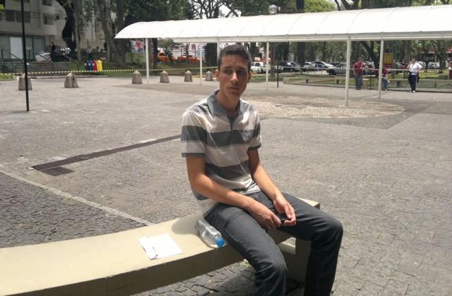 Glenio saiu às 10h30 de casa, mas foi prejudicado pela demora dos Interbairros III e V   Fernanda Trisotto / Gazeta do Povo