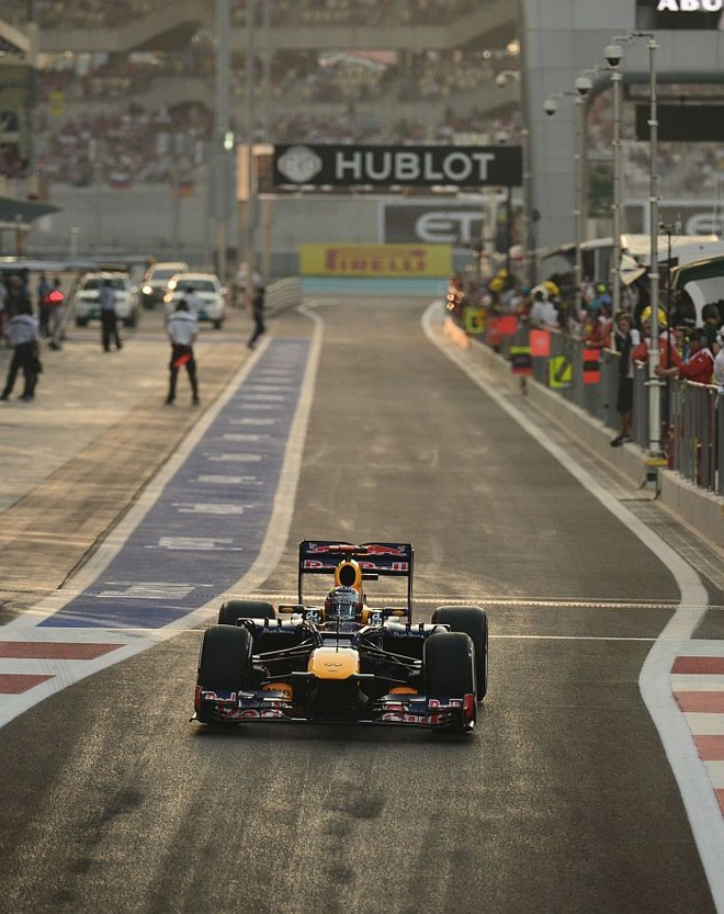 Vettel foi punido por não ter voltado aos boxex com 1 litro de combustível ao final da sessão | AFP