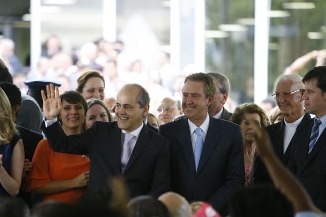 Durante a cerimônia, que começou pouco antes das 18h30, o secretariado do novo prefeito da cidade foi anunciado sob aplausos dos que acompanharam a solenidade | Marcelo Andrade / Agência de Notícias Gazeta do Povo