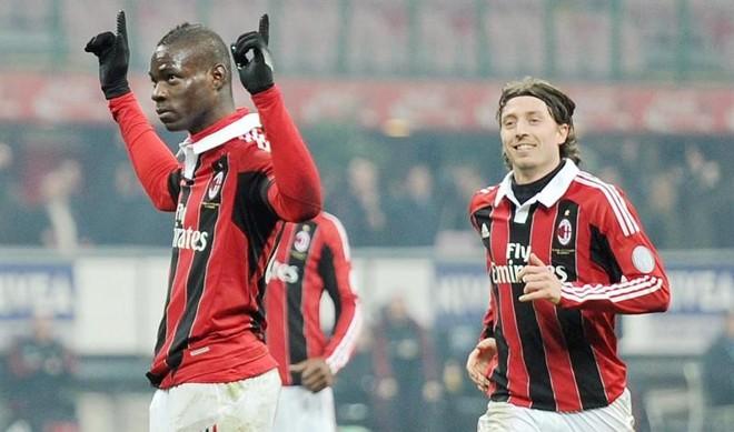 Balotelli marcou, contra o Parma, o quarto gol dele com a camisa do Milan   EFE