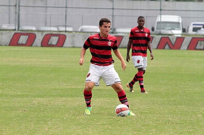 O último clube de Jean Chera foi o Flamengo: meia está perto de acertar com o Furacão   Fla Imagens