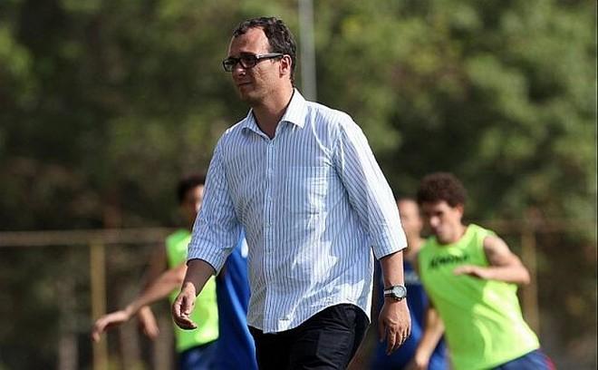 Ameaças de Alex Brasil foram relatadas na súmula pelo árbitro Adriano Milczvski   Walter Alves / Gazeta do Povo