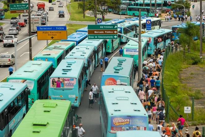 Transporte coletivo parou por uma hora ontem em Florianópolis: ataques já somam 98 | Cadu Rolim/ Folhapress