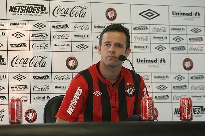 Segundo empresário, Rafael Schmitz estaria sem receber direitos de imagem no Atlético | Aniele Nascimento / Gazeta do Povo