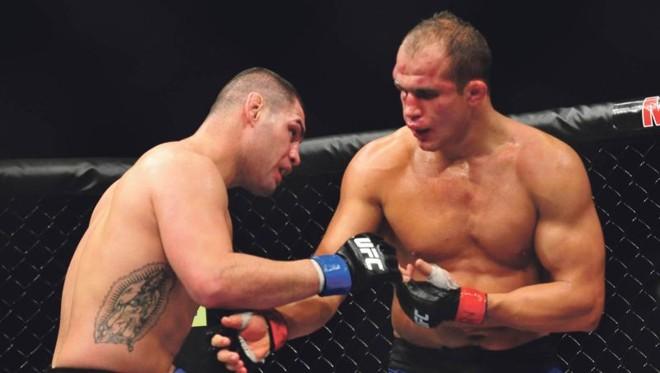 Luta entre o brasileiro Junior Cigano e o americano Cain Velasquez registrou audiência recorde em novembro de 2012   Divulgação