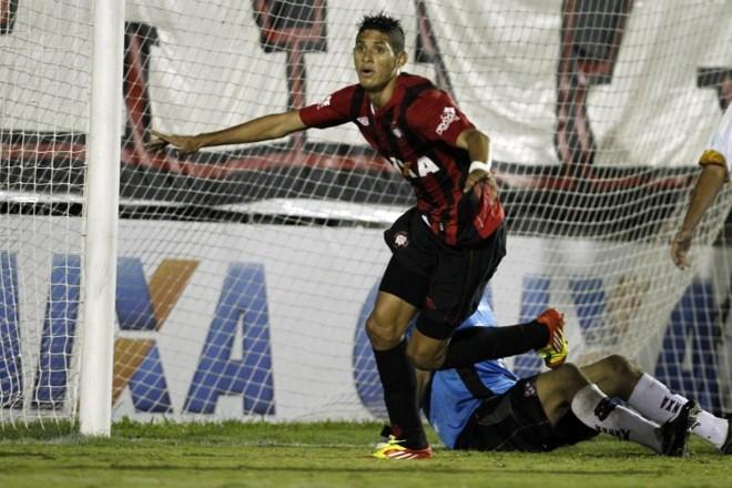 Crislan marcou seu primeiro gol com a camisa do Atlético diante do Toledo | Albari Rosa / Gazeta do Povo