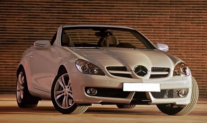 Os modelos SKL 200 e 350 têm o mesmo visual, mas têm diferenças na configuração do motor | Divulgação/ Mercedes-Benz