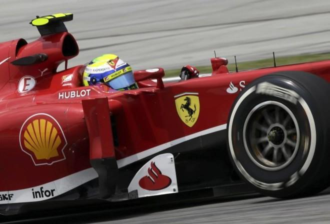 Felipe Massa na pista de Sepang durante o primeio dia de treinos para o GP da Malásia | Tim Chong / Reuters
