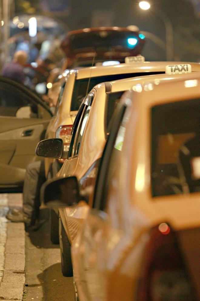 Enquanto permissionários ganham sem sair de casa, motoristas sem placa pagam para trabalhar | Marcelo Elias / Gazeta do Povo