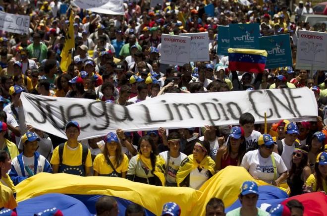 Estudantes cobram lisura do Conselho Nacional Eleitoral (CNE) | Carlos Garcia Rawlins/Reuters