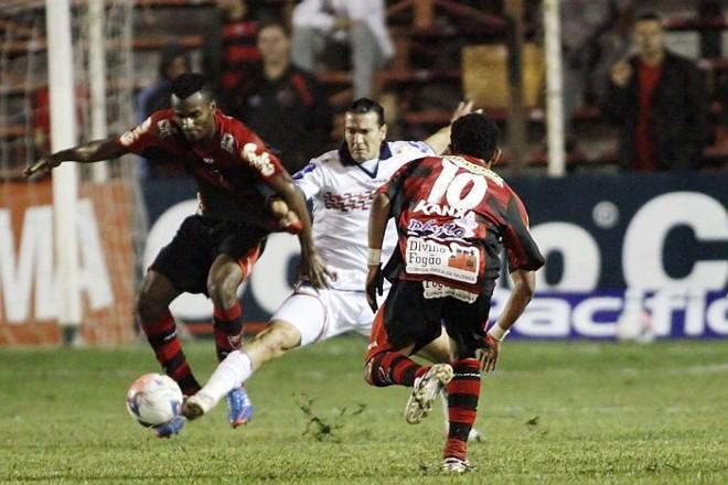 Atacante JJ Morales teve uma das apresentações mais fracas na derrota do Paraná para o Oeste | José Luís Silva / Futura Press
