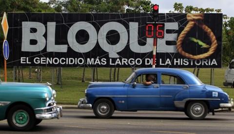 Painel em Havana acusa os EUA de praticarem genocídio ao manter embargo econômico durante 52 anos   Enrique De La Osa/Reuters