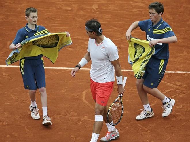 Nadal suou para superar Klizan em Roland Garros | Stephane Mahe / Reuters