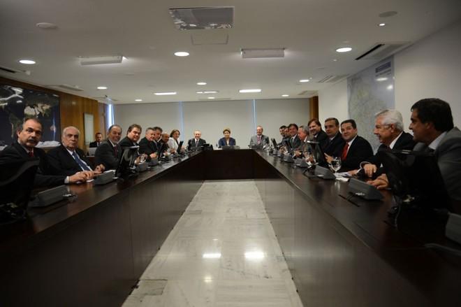 A presidenta Dilma Rousseff se reuniu com lideranças do Senado Federal, no Palácio do Planalto na tarde desta quinta-feira (27) | Fabio Rodrigues Pozzebom / Agência Brasil / Divulgação