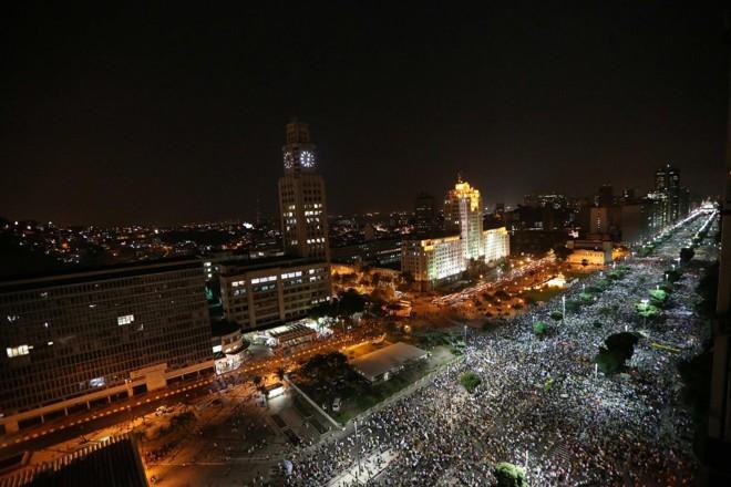 Milhares protestam nas ruas do Rio de Janeiro |