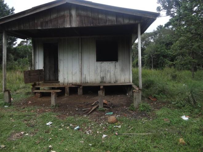 Detalhe de casa onde trabalhadores viviam em condições análogas à escravidão em Inácio Martins | Fotos: Cléber Moletta