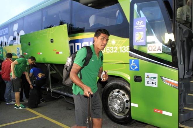 O volante Paulinho, camisa 18 da seleção, vai convencendo Felipão de que pode ser útil no ataque | Albari Rosa, enviado especial/ Gazeta do Povo