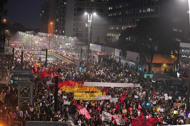 Multidão em São Paulo |
