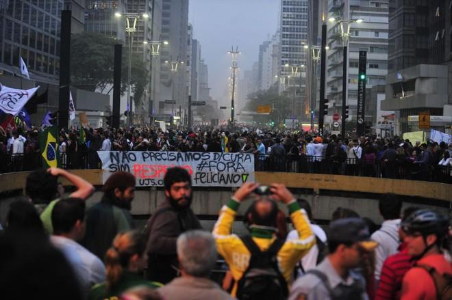Milhares caminham pelas ruas de São Paulo | Marcelo Camargo / Agência Brasil