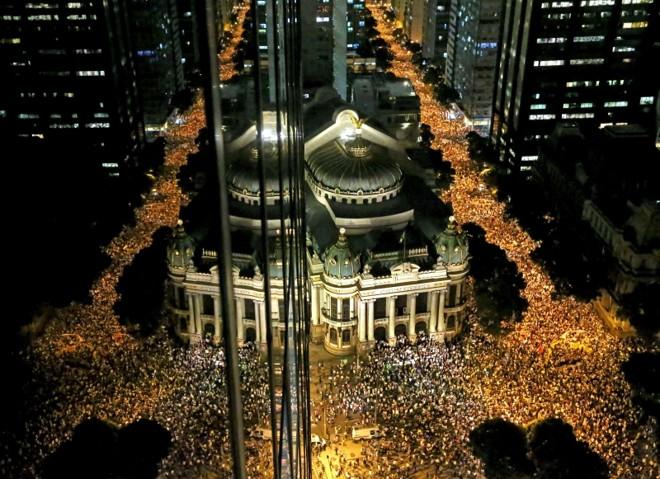 Cerca de 100 mil manifestantes ocuparam toda a extensão da Avenida Rio Branco duranteprotesto na noite de ontem | Fábio Motta/Estadão Conteúdo