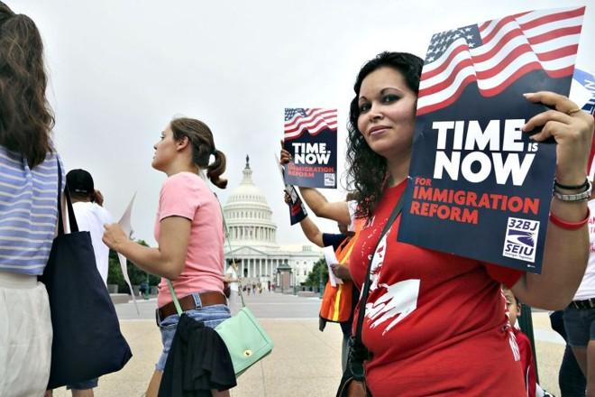 Imigrantes ilegais fazem manifestação em frente do Congressodos Estados Unidos   Jonathan Ernst/Reuters