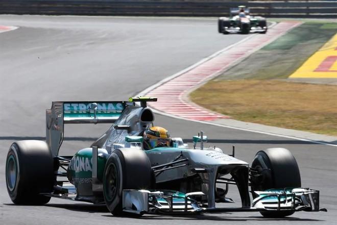 o inglês Lewis Hamilton conseguiu a pole no GP da Hungria nos minutos finais do treino que definiu o grid de largada | EFE/EPA/SRDJAN SUKI