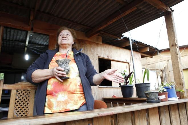 Uma das coordenadoras da Primavera, Isa Bueno degusta chimarrão à tarde |