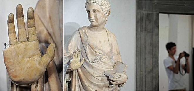 A rápida reação do vigia impediu que o dedo da escultura caísse no chão e o estrago fosse maior | EFE