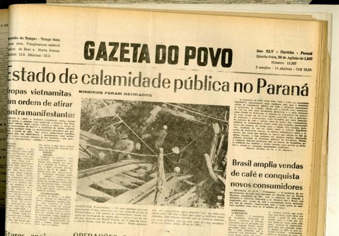 Edição da Gazeta do Povo de 50 anos atrás relata a destruição causada pelas chamas   Marcelo Andrade/Gazeta do Povo