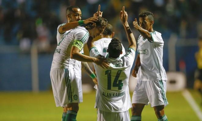 Alan Kardec passou por quatro marcadores antes de marcar o primeiro gol do Palmeiras contra o São Caetano | Pervi Fonseca/Agif/Folhapress