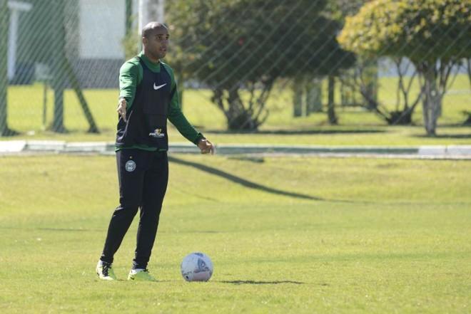 Deivid está à disposição do técnico Marquinhos Santos para o jogo de quinta-feira contra o Grêmio | Henry Milléo / Gazeta do Povo