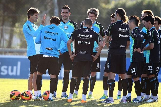 Renato Gaúcho orienta os atletas do Grêmio. Equipe enfrenta o Coxa na quinta-feira   Lucas Uebel / Grêmio FBPA