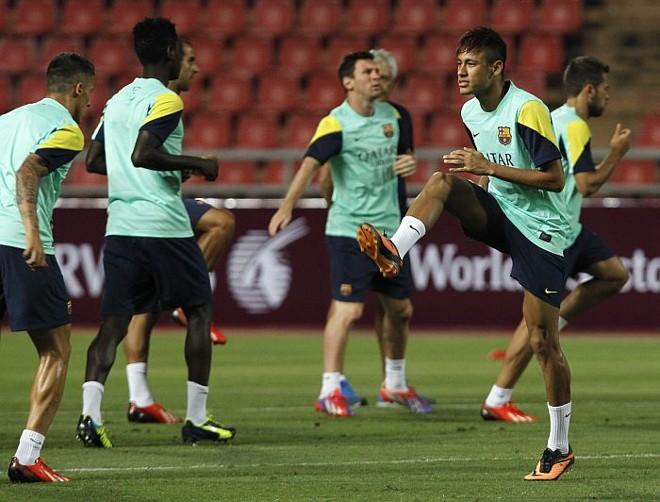 Neymar treina com o Barcelona na excursão do time pela Tailândia | Chaiwat Subprasom / Reuters