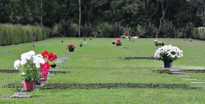 Cemitério Memorial Graciosa, em Quatro Barras. Jazigos podem ser parcelados em até 36 vezes, sem entrada | Jonathan Campos/Gazeta do Povo